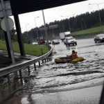 Stipri liūtis užtvindė Vilniaus gatves, skendo automobiliai, sutriko eismas