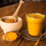 Auksinis pienas: paprastas gėrimas, kuris gali pakeisti jūsų gyvenimą