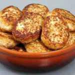 Skaniausi sultingi vištienos kotletai – vasarinis variantas