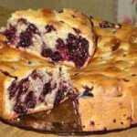 Tinginių pyragas su juodaisiais serbentais