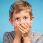 Vaikas vemia – kaip padėti? Patarimai Jums