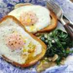 Duonos riekelėje keptas kiaušinis - vieno skaniausių mano pusryčių!