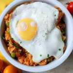 Azijietiški ryžiai su keptu kiaušiniu ir malta kiauliena