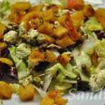 Salotos su persimonais ir varškės sūriu