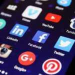Socialiniuose tinkluose tykantys pavojai: kokie jie ir kaip apsisaugoti?